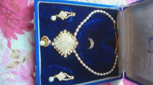 A.D set with adjustable ring