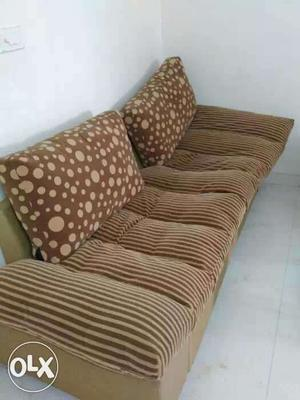A comfortable 6 seater sofa set.