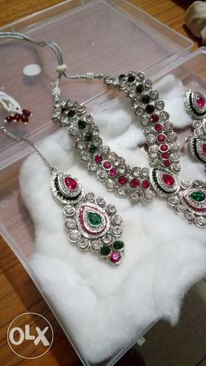 Jewellery Set of Necklace earning and maang tikka