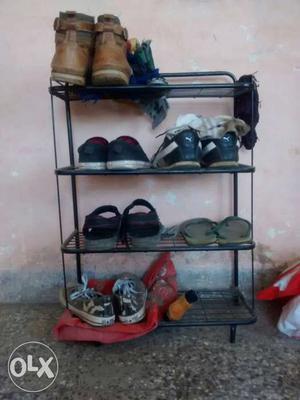 Steel shoe rack in good condition