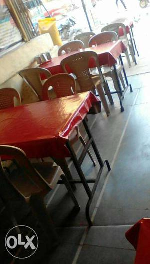 4 White Plastic Chairs with table