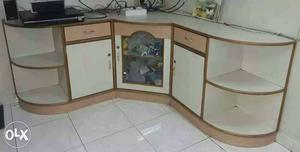 Corner piece of high quality wood in very good condition