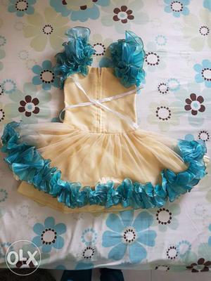 Party dress. Ideal for 3 to 5 years old girls.
