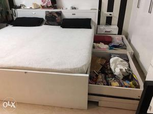5 year old double bed with mattress in very good