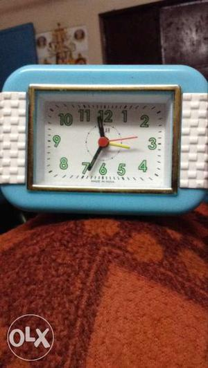 Alarm clock new only 2 day used