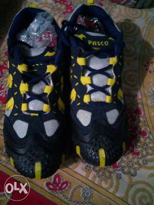 Black And Yellow Pasco Hiking Shoes