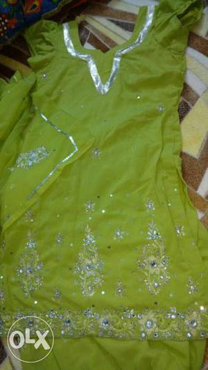 Green Scoop Neck Cap Sleeve salwar suit