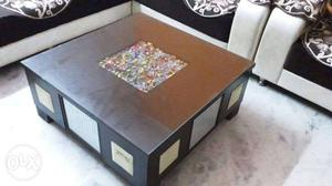 Center table in excellent condition