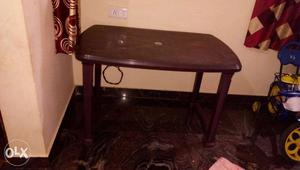 Very good condition plastic table only 4 months