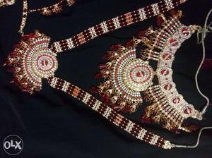 A complete Bridal Jewellery set like new