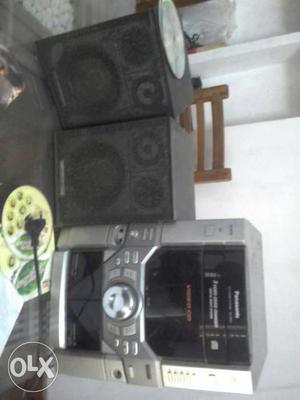 Cd player with 2 pioneer caben. negotiable prize.