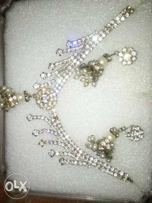 Gold And Diamond Necklace And Earrings Set