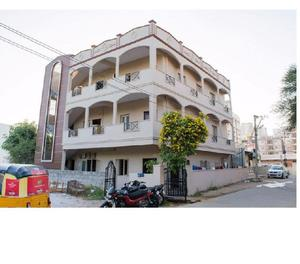 Rent a fully furnished flat on sharing for boys in madhapur