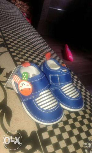 It's a toddler shoe for 2year old And it's new nt