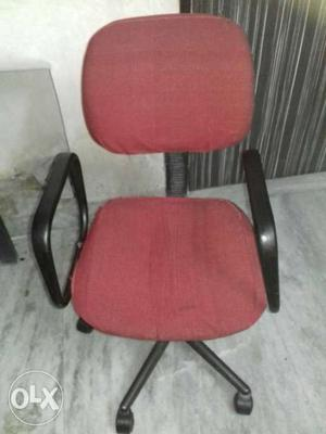 In a very good condition chair with tayer and..its a rounded