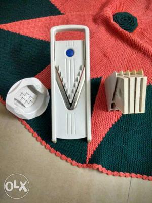 V slicer with sharp surgical blades can make