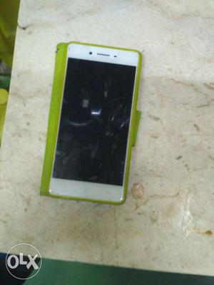 Oppo f1 is in mint conditions 6 mont use scretcles