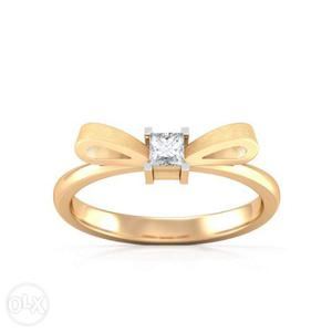Bow 18 kt Gold Ring with American diamond