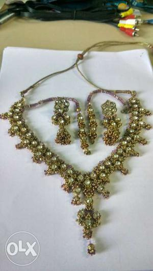 Elegant necklace with earrings set (golden brown