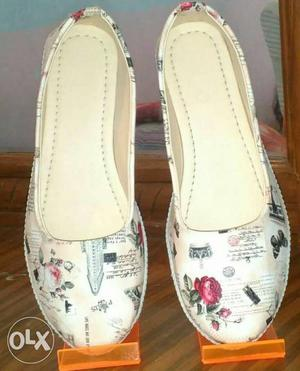 Pair Of White Leather Round Toe Flats