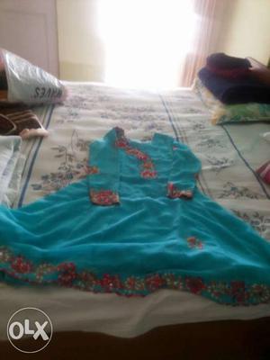 1 is onlyparsi work kurti n 2 nd is silk top n with chudidar