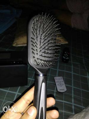 Black carbon fibre acupressure comb in perfect