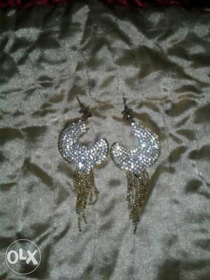 This is a new ear ring's in good condition
