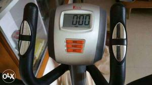 Alpha elliptical trainer with 7 level of