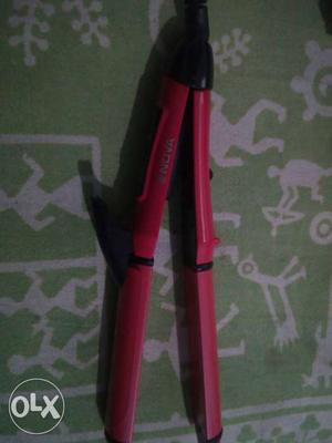 Nova hair curler and hair straightener 2 in 1..