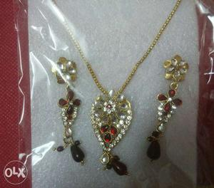 Red colour kundan and american diamond set. It is