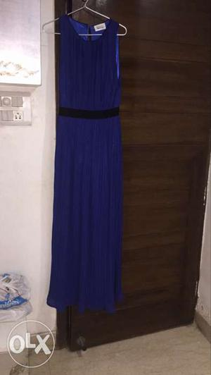 Brand new gown..will fit M to L size