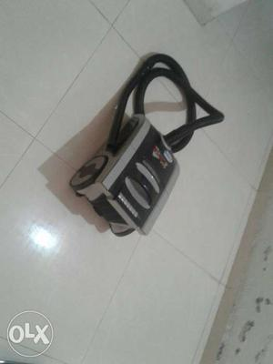 Gray And Black Vacuum Cleaner