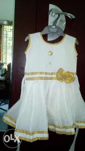 Off white kasavu sleeveless frock with bow,age 1