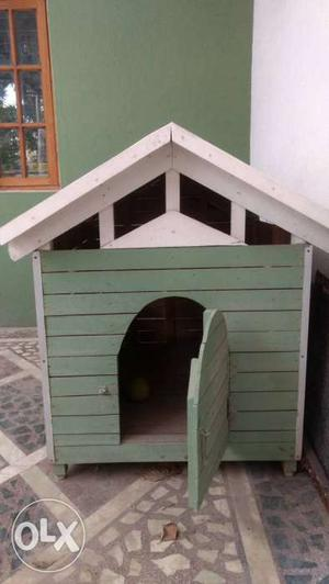 Wooden dog house water proof