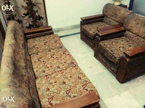 Sofa set (couch) 3+2 in good quality at very good,shifting