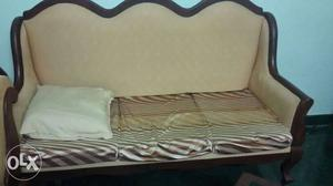 Wooden sofa set with very good condition. 5 seats