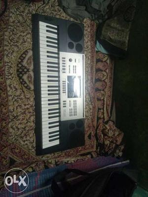 Black Electric Keyboard