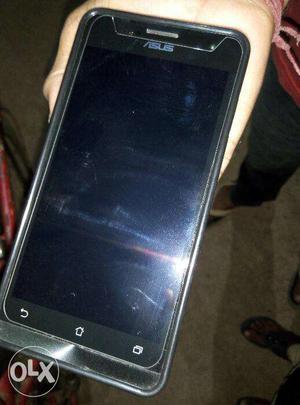 Asus zenphone 5,screen-5 inch, camera-8mp & 2 MP,