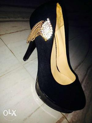 High heel black colour for girls used only one time,size 5