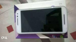 White color moto g3 in brand new condition not a single
