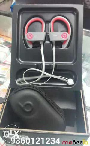 Powerbeats2 wireless Bluetooth headset with box