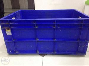 Used plastic crates in very good condition, make