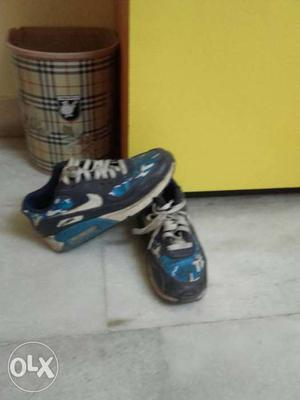 Size 4 real nike air max in a good condition