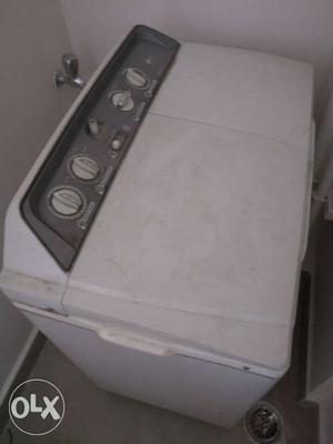 LG semi automatic washing machine in working condition
