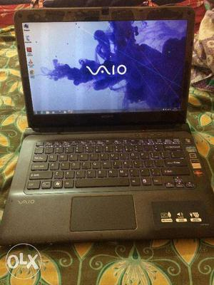 Sony VAIO E SVE14A15FNH Laptop