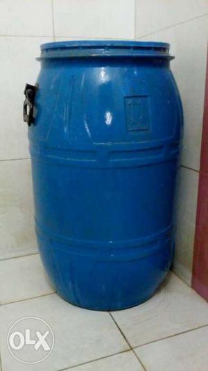 Plastic pot for drinking water and 400 litres