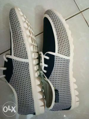 Men's Casual Shoes Foot Size 8 selling due to