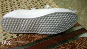 Stylish brand new white sneakers size 8