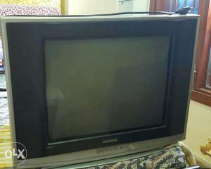 Samsung 21 inch color TV in working condition with remote.