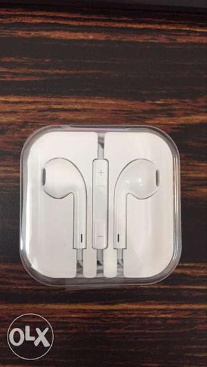 Apple iPhone6s Original Box Earphones at 699/- Selling in
